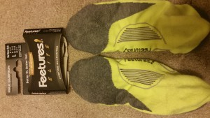 Feetures Max Cushion Elite Tabbed Running Socks left and right from bottom